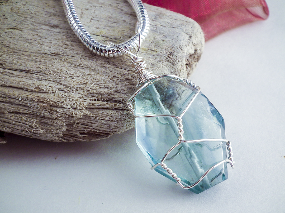 create a simple and elegant wire wrapped pendant gayle